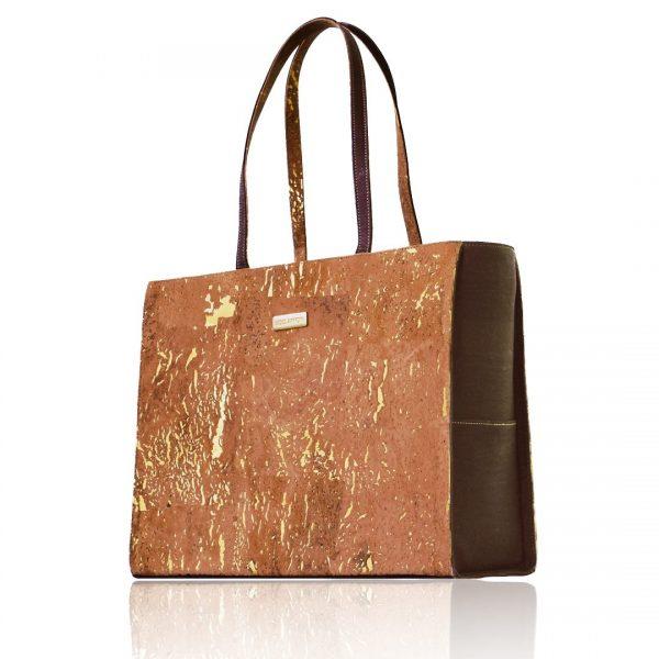 Sac d'affaires Classy en liège de couleur brun-naturel et doré avec de longues anses sur fond blanc