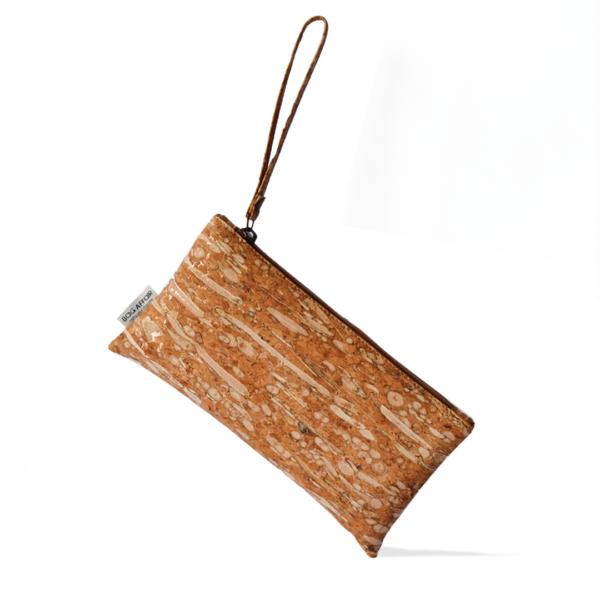 Pochette de Bag Affair en fenouil et en liège avec fond blanc