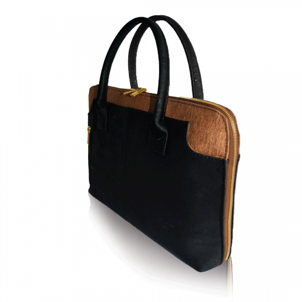 Vue de côté du sac en liège noir et brun pour affaires Savvy